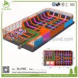 Sosta relativa alla ginnastica per gli adulti, rilievo del trampolino di sicurezza del trampolino per i capretti