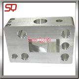 CNC che lavora le parti alla macchina del tornio di Part/CNC