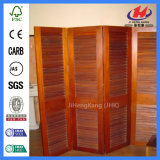 Ciechi solidi scorrevoli Louvered del portello degli otturatori dell'interno all'interno del portello di legno di vetro