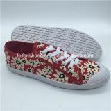 Späteste Frauen-Einspritzung-Segeltuch-Schuh-beiläufige Schuhe mit preiswertem Preis (HP0315-2)