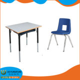 Mobiliario Escolar La Estructura de Acero, de Madera, mesas y sillas de los Estudiantes