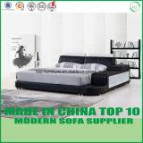 ヨーロッパ式の寝室の革ベッド