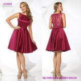 Bateau-Ausschnitt Knie-Länge Abend-Kleid mit blossem Spitze-Schulter-Detail und Rückseite