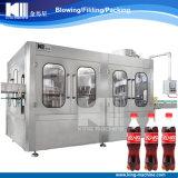 Bebida carbonatada de la botella de cristal que hace la máquina para el casquillo de corona