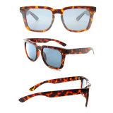 2017 gafas de sol populares coloreadas mujeres de los accesorios del verano de la venta caliente plástica
