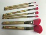 Traitement en bois coloré de configuration de poudre de balai de cheveu synthétique cosmétique de rose
