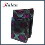 Personnaliser avec les sacs en papier de estampage chauds de cadeau de transporteur d'achats de guindineau