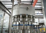 Máquina completa do engarrafamento bebendo e de embalagem da água