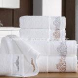 Personalizar el tamaño, color, logo bordado de algodón Toalla para Hotel