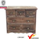 Mobília de madeira antiga de madeira rústica e esculpida em madeira