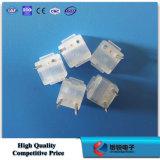 El plástico sujeta los accesorios del clavo FTTH