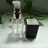 In het groot Duidelijke Kosmetische Plastic Fles