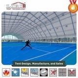 Highed polygonales tente avec l'espace de tête pour les sports