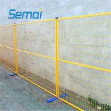 粉の上塗を施してある一時塀のパネル