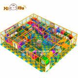 Campo da giuoco dell'interno del campo da giuoco della strumentazione della casa dell'interno attraente del bambino