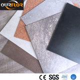 Un revêtement de sol PVC Ceramic-Like / WPC des carreaux de sol en vinyle