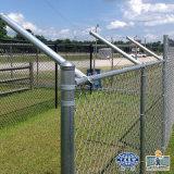 バスケットボールのスポーツのためのPVCによって塗られる電流を通されたチェーン・リンクの塀の網