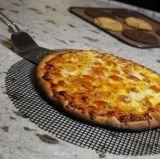 고열은 붙지 않는 피자 메시 쟁반을 저항한다