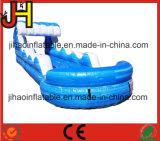 水ゲームのためのプールが付いている明確で膨脹可能な波形のスライド