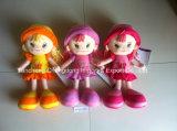 美しい衣服が付いているプラシ天の人形