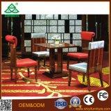 Таблица и стул мебели трактира гостиницы деревянные обедая