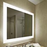 Miroir de vanité éclairé à contre-jour allumé de Frameless de salle de bains fixée au mur d'hôtel grand