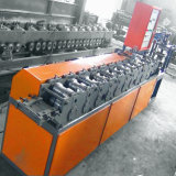 販売のための機械を形作るシャッタードアロールの上のローラー