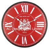 De klassieke Rode Antieke Uitstekende Ronde Houten Klok van het Decor van de Muur