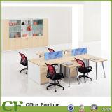 Prateleira de pó na oficina executiva de escritório de madeira