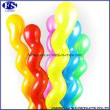 ヘリウムおよび空気膨脹可能な乳液の螺線形のねじれる気球