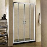 Chuveiro de vidro transparente com chuveiro contemporâneo com moldura