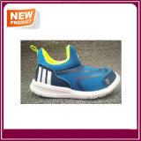 男の子および女の子のための2017の新しい方法子供の快適な靴の子供の通気性の靴