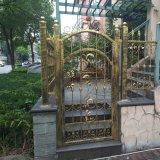 정원 초막 별장과 안마당 단철 알루미늄 문 및 담