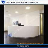 Dimensions extérieures solides acryliques de bureau de réception avec la qualité
