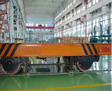 鋼管を運ぶための工場鉄道の無蓋貨車