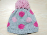 Шлем способа детей цветастым & шарф & перчатки связанные МНОГОТОЧИЕМ