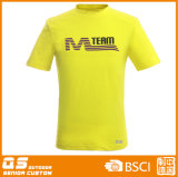남자의 팀 스포츠 형식 운영하는 t-셔츠