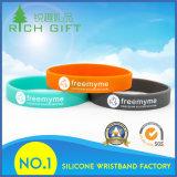 Wristband promozionale del silicone con Debossed ed inchiostro intermedio