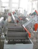 Lavaggio delle bottiglie di plastica dell'HDPE della bottiglia per il latte che ricicla riga