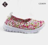 Frauen und Kind-Webart-gehende Turnschuh-Schuhe