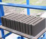 Blocchetto vuoto di vibrazione semi automatica Qt4-26 e di pavimentazione concreto del mattone che fa macchina