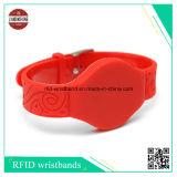 De Armbanden van het Silicone RFID met de Verschillende Code Qr van de Laser en Verschillende Spaander