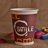 Горячая чашка бумаги с крышкой