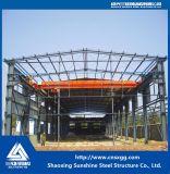 Gruppo di lavoro ad un piano della struttura d'acciaio dell'installazione veloce con l'ampia luce