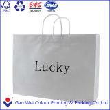 Bolsa de papel hecha en fábrica de las compras con insignia