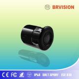 La cámara de visión trasera del coche con un tamaño pequeño