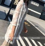 نساء مثير شريط حبك [سويمسويت] يغطّي بيكيني فوق شاطئ ثوب
