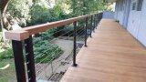Het Traliewerk van de Kabel van het roestvrij staal met Stevige Houten Hoogste Leuning voor Balkon