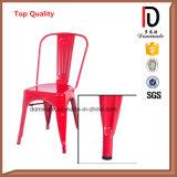 Metal perfurado de empilhamento colorido do ferro do projeto que janta a cadeira