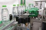 丸ビンCSDは熱い接着剤OPPの分類のステッカー機械を飲む